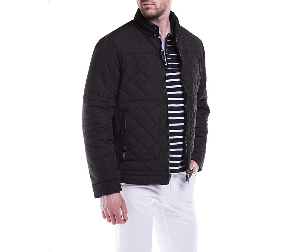 Куртка мужскаяКуртка мужская сделана из материалов высокого качества. Модель застегивается на молнию. Воротник-стойка. Имеет 2  внешних кармана на молнии и 2 внутренних открытых кармана. Модель наполнена натуральным пухом. Благодаря современному дизайну куртка подойдет для повседневного использования.<br><br>секс: мужчина<br>Размер INT: XL