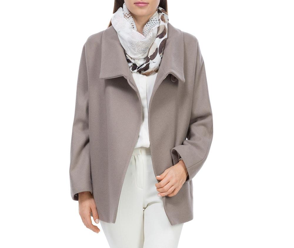 Плащ женскийЖенское пальто из шерсти, с добавлением полиэстера. Такое сочетание материала позитивно влияет на стабильность модели и делает пальто не мнущимся. Модель пальто с отложным воротником, застегивается на пуговицу, а так же оно имеет два открытых внешних кармана. Удобный крой, в сочетании с самым высоким качеством исполнения будет надежной защитой в холодную погоду.<br><br>секс: женщина<br>Цвет: розовый<br>Размер INT: XL<br>материал:: Шерсть<br>подкладка:: вискоза<br>примерная общая длина (см):: 68