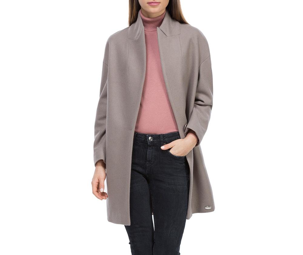 Плащ женскийЖенское пальто из шерсти, с добавлением полиэстера. Такое сочетание материала позитивно влияет на стабильность модели и делает пальто не мнущимся. Модель пальто с отложным воротником, застегивается на пуговицу, а так же оно имеет два открытых внешних кармана. Удобный крой, в сочетании с самым высоким качеством исполнения будет надежной защитой в холодную погоду.<br><br>секс: женщина<br>Цвет: розовый<br>Размер INT: XL<br>материал:: Шерсть<br>подкладка:: полиэстер<br>примерная общая длина (см):: 85