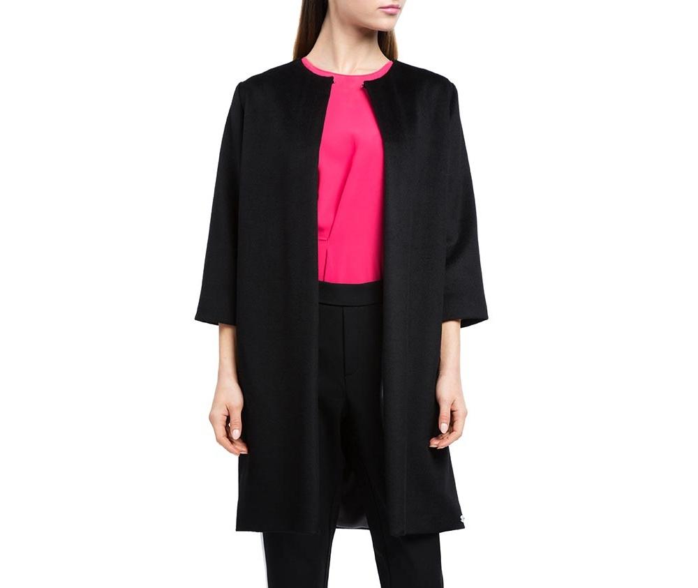 Плащ женскийЖенское пальто из шерсти, с добавлением полиэстера. Такое сочетание материала позитивно влияет на стабильность модели и делает пальто не мнущимся. Пальто с полукруглым вырезом, имеет два открытых внешних кармана по бокам. Модный вид данной модели подходит для женщин в любом возрасте.<br><br>секс: женщина<br>Цвет: черный<br>Размер INT: M<br>материал:: Шерсть<br>подкладка:: полиэстер<br>примерная общая длина (см):: 90