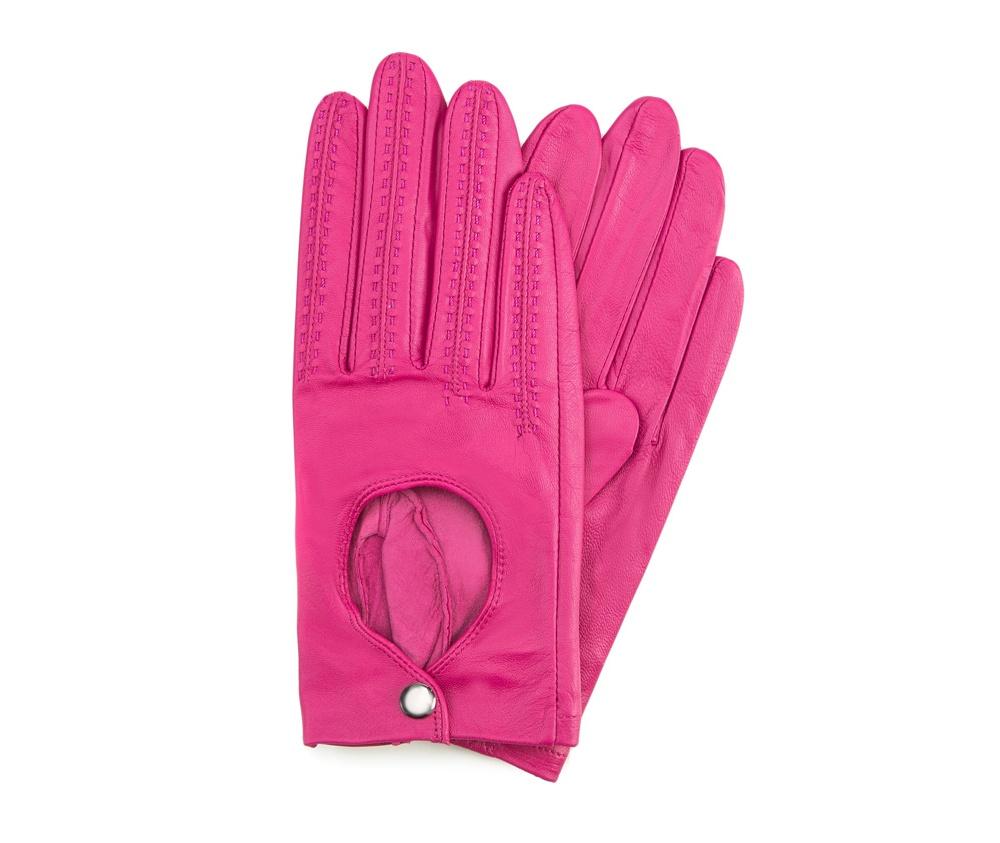 Перчатки женскиеЖенские автомобильные перчатки, изготовлены из натуральной кожи высокого качества.Они не только практичы,но и чрезвычайно привлекательны. Дополнительным преимуществом является кнопка для легкого надевания перчаток.       Размер  V  S  M  L  XL      Длина (cм)  18,5  19  19,5  20  20.5      Ширина (cм)  8  8,5  9  9,5  10      Длина среднего палеца (cм)  7,5  8  8,5  9  9,5<br><br>секс: женщина<br>Цвет: розовый<br>Размер INT: S<br>материал:: Натуральная кожа