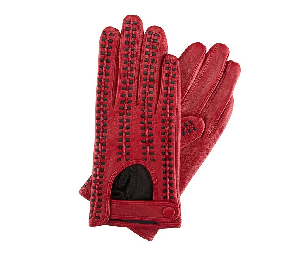 Перчатки женские автомобильныеЖенские автомобильные перчатки, изготовлены из натуральной кожи высокого качества. Застежка на кнопке, безусловно, облегчает надевание перчаток и придает им оригинальный и женственный внешний вид.       Размер V  S  M  L  XL  Длина (см) 19  19,5  20  20,5  21 Ширина (см) 7,5  8  8,5  9  9,5 Длина среднего палеца (см) 7,5 8 8,5 9 9,5<br><br>секс: женщина<br>Цвет: красный<br>Размер INT: S<br>вид:: автомобильные<br>материал:: Натуральная кожа<br>подкладка:: полиэстер