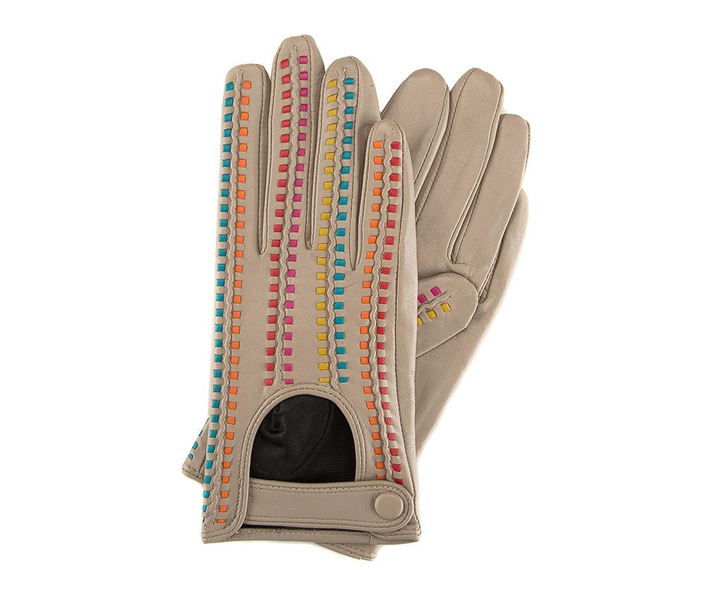 Перчатки женские автомобильныеЖенские автомобильные перчатки, изготовлены из натуральной кожи высокого качества. Застежка на кнопке, безусловно, облегчает надевание перчаток и придает им оригинальный и женственный внешний вид.       Размер V  S  M  L  XL  Длина (см) 19  19,5  20  20,5  21 Ширина (см) 7,5  8  8,5  9  9,5 Длина среднего палеца (см) 7,5 8 8,5 9 9,5<br><br>секс: женщина<br>Цвет: бежевый<br>Размер INT: M<br>материал:: Натуральная кожа