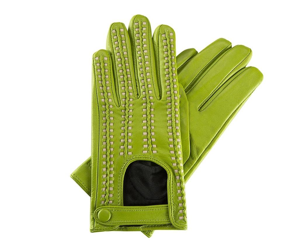 Перчатки женские автомобильныеЖенские автомобильные перчатки, изготовлены из натуральной кожи высокого качества. Застежка на кнопке, безусловно, облегчает надевание перчаток и придает им оригинальный и женственный внешний вид.       Размер V  S  M  L  XL  Длина (см) 19  19,5  20  20,5  21 Ширина (см) 7,5  8  8,5  9  9,5 Длина среднего палеца (см) 7,5 8 8,5 9 9,5<br><br>секс: женщина<br>Цвет: бежевый<br>Размер INT: L<br>вид:: автомобильные<br>материал:: Натуральная кожа<br>подкладка:: полиэстер