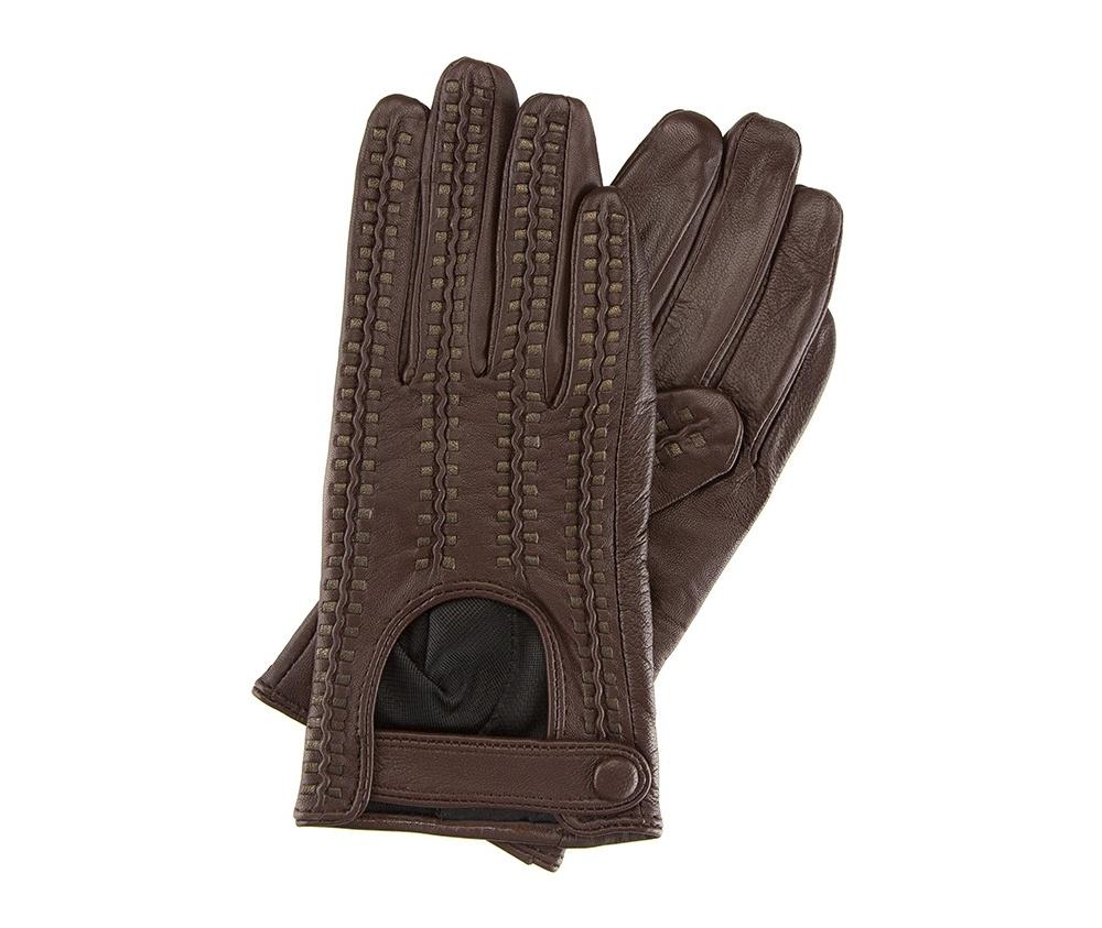 Перчатки женские автомобильныеЖенские автомобильные перчатки, изготовлены из натуральной кожи высокого качества. Застежка на кнопке, безусловно, облегчает надевание перчаток и придает им оригинальный и женственный внешний вид.       Размер V  S  M  L  XL  Длина (см) 19  19,5  20  20,5  21 Ширина (см) 7,5  8  8,5  9  9,5 Длина среднего палеца (см) 7,5 8 8,5 9 9,5<br><br>секс: женщина<br>Цвет: коричневый<br>Размер INT: L<br>вид:: автомобильные<br>материал:: Натуральная кожа<br>подкладка:: полиэстер