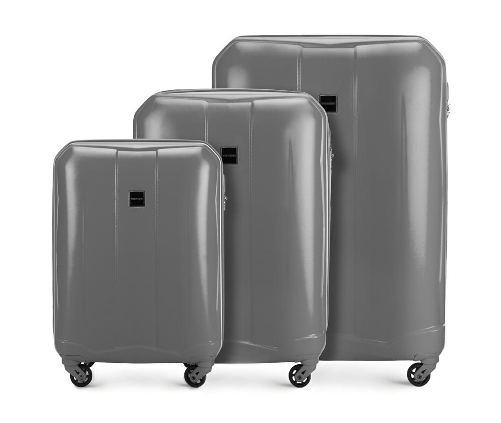 Комплект чемодановКомплект чемоданов из коллекции Summer Line II выполнен из прочного и устойчевого к царапинам ABS пластика. Модель оснащена четырьмя прочными колесиками, двухступенчатой выдвижной ручкой и кодовым замком. Внутри: отделение с эластичными ремнями, предохраняющими одежду от перемещения; дополнительно основное отделение оснащено перегородкой на молнии с карманом из сетки на молнии; карман - сетка на молнии; отделение на молнии. В состав комплекта входят:    Маленький чемодан  56-3A-261;  Средний чемодан  56-3A-262;  Большой чемодан  56-3A-263.    *Указанные размеры включают в себя также выступающие элементы, такие как ручки или колеса.<br><br>секс: унисекс<br>Цвет: серый<br>материал:: Поликарбонат<br>высота (см):: 55 - 66 - 76<br>ширина (см):: 39 - 46 - 53<br>глубина (см):: 20 - 26 - 28<br>размер:: комплект<br>объем (л):: 34 - 65 - 94<br>вес (кг):: 2.7 - 3.6 - 4.3<br>Комплекты: так