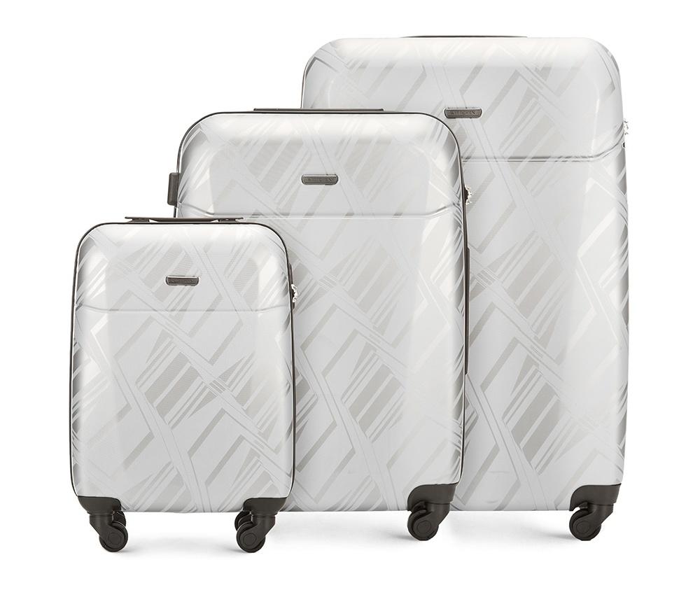 Комплект чемодановКомплект чемоданов<br><br>секс: унисекс<br>Цвет: серый<br>материал:: Поликарбонат<br>высота (см):: 55 - 66 - 76<br>ширина (см):: 37 - 46 - 52<br>глубина (см):: 20 - 26 - 28<br>размер:: комплект<br>объем (л):: 33 - 65 - 91<br>вес (кг):: 2.6 - 3.7 - 4.5<br>Комплекты: так
