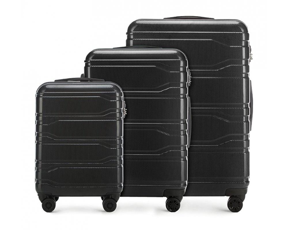 Комплект чемодановКомплект чемоданов из коллекции Trail Style, выполнен из очень прочного материала - поликарбоната. Модель оснащена  4 колесиками, телескопической ручкой,эластичной  и  прорезиненной ручкой для ношения в руке. Дополнительно кодовый замок TSA. , который гарантирует безопасное открытие чемоданов и его повторное закрытие без повреждения замка сотрудниками таможни. Внутри :    отделение с эластичными ремнями, предохраняющими одежду от перемещения;  отделение на молнии;  карман на молнии.    В состав комплекта входят:    Маленький чемодан на колесиках 56-3P-981;  Средний чемодан на колесиках  56-3P-982;  Большой чемодан на колесиках  56-3P-983.    *Указанные размеры включают в себя также выступающие элементы, такие как ручки или колеса.<br><br>секс: унисекс<br>Цвет: черный<br>материал:: Поликарбонат<br>подкладка:: полиэстр<br>высота (см):: 53 - 67 - 77<br>ширина (см):: 38 - 44 - 51<br>глубина (см):: 20 - 24 - 28<br>размер:: комплект<br>объем (л):: 33 - 58 - 94<br>вес (кг):: 2.5 - 3.3 - 4.1<br>Комплекты: так