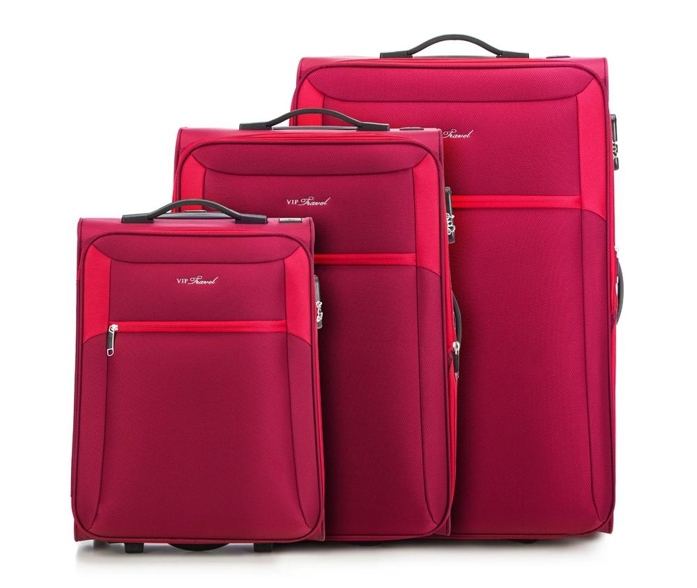 Комплект чемодановКомплект чемоданов из коллекции VIP Collection выполнен из полиэстера.  Модель оснащена двумя прочными  колесиками, выдвижной ручкой и кодовым замком. Внутри:    отделение с регулируемыми ремнями, предохраняющими одежду от перемещения;  2 кармана на молнии.   Снаружи:    с лицевой стороны карман на молнии.     состав комплекта входят:    маленький чемодан V25-3S-231;  средний чемодан V25-3S-232;  большой чемодан V25-3S-233.   *Указанные размеры включают в себя также выступающие элементы, такие как ручки или колеса.<br><br>секс: унисекс<br>материал:: Полиэстер<br>подкладка:: полиэстр<br>высота (см):: 53 - 62 - 73<br>ширина (см):: 38 - 44 - 47<br>глубина (см):: 20 - 27 - 33<br>размер:: комплект<br>объем (л):: 32 - 58 - 96<br>вес (кг):: 2 - 2,6 - 3