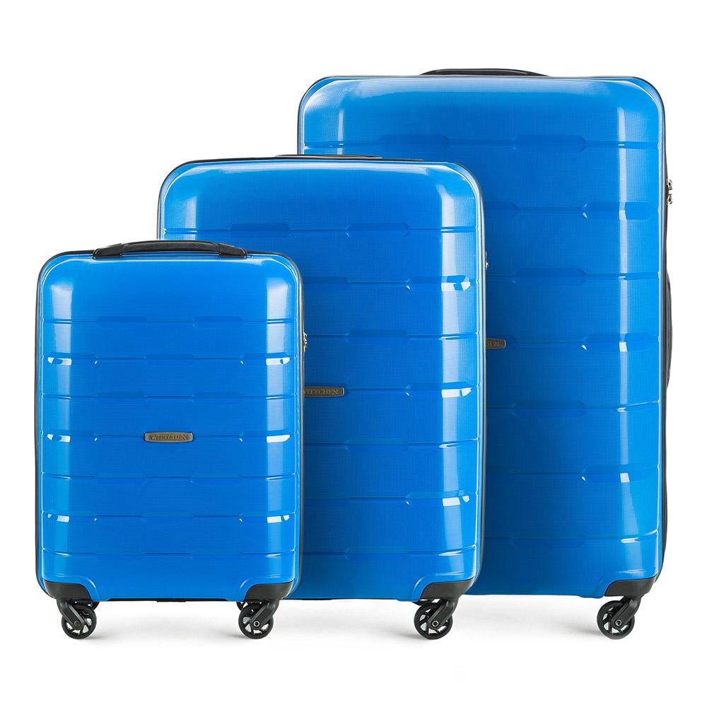 Комплект чемоданов Wittchen 56-3T-72S-95, синийЧемодан больших размеров из коллекции Speedster из полипропилена. Имеет четыре колесика, облегчающие управление, телескопическую алюминиевую и 2 дополнительные прорезиненные ручки. Привлекательный дизайн и функциональность чемодана понравится каждому любителю путешествий. Дополнительно замоком TSA, который очень удобен в случае проверки багажа таможенной службой. Особенности модели: основное отделение с эластичными ремнями, предохраняющими одежду от перемещения; отделение на молнии; карман - сетка на молнии. В состав комплекта входят: Маленький чемодан на колесах 56-3T-721; Средний чемодан на колесах 56-3T-722; Большой чемодан на колесах 56-3T-723.<br><br>секс: унисекс<br>Цвет: синий<br>материал:: Полипропилен<br>высота (см):: 55 - 68 - 78<br>ширина (см):: 38 - 46 - 55<br>глубина (см):: 20 -26 -31<br>размер:: комплект<br>вес (кг):: 2,6 - 3,6 - 4,1<br>объем (л):: 29 - 61 - 101<br>Комплекты: так