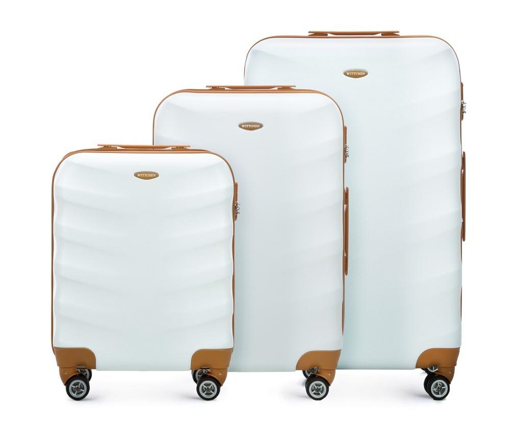 Комплект чемодановКомплект чемоданов  из коллекции J-Line, сделана из прочного поликарбоната. Чемоданы имеют четыре колесика, выдвижную ручку и резиновую ручку сбоку. Главное отделение на молнии, разделено на две части: одно отделение с фиксирующими ремнями для одежды, второе отделение закрывается на молнию, внутренний карман на молнии. Все модели с кодовым замком.<br><br>секс: унисекс<br>Цвет: белый<br>материал:: ABS пластик<br>высота (см):: 53 - 67 - 77<br>ширина (см):: 40 - 45 - 50<br>глубина (см):: 20 - 25 - 29<br>размер:: комплект<br>объем (л):: 31 - 57 - 86<br>вес (кг):: 2.7 - 3.6 - 4.2<br>Комплекты: так