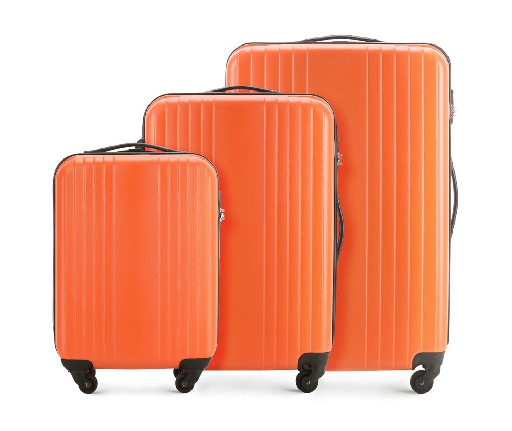 Комплект чемодановКомплект чемоданов из коллекции Hardy Line, сделан из ударопрочного поликарбоната. Чемодан имеет 4 двойных колесика, двухступенчатую выдвижную алюминиевую ручку и две резиновые ручки: сверху и сбоку. Современный и оригинальный дизайн чемодана подчеркивает красная нить вплетенная в молнию. Чемодан имеет двойную молнию, функцию  \AntiTheft\, благодаря которой чемодан устойчив к нежелательному открытию острым предметом, кодовый замок с функцией TSA. Внутри: два отделения для одежды, один отдел фиксируется ремнями на застежку и второй закрывается на молнию; 2 сетчатых кармана на молнии.<br><br>секс: унисекс<br>Цвет: оранжевый<br>материал:: Поликарбонат<br>высота (см):: 54 - 66 - 77<br>ширина (см):: 38 - 46 - 53<br>глубина (см):: 19 - 24 - 28<br>объем (л):: 29 - 55 - 90<br>вес (кг):: 2.2 - 2.9 - 3.4<br>Комплекты: так