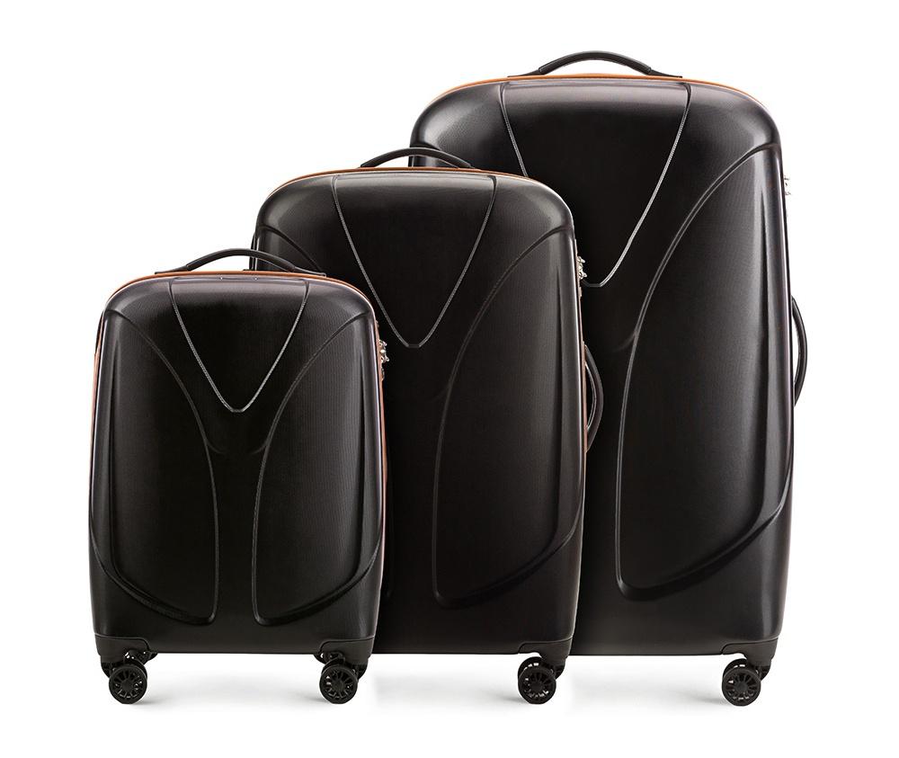 Комплект чемодановКомплект чемоданов из коллекции  V-Line, сделан из прочного   материала - поликарбонат. Оснащен четырьмя колесами,   телескопической ручкой, эластичной резиновой ручкой для   ношения в руке и замоком TSA.&#13;<br>&#13;<br>Внутри : &#13;<br>- отделение с эластичными  ремнями, предохраняющими одежду от перемещения;  &#13;<br>- отделение на молнии;   &#13;<br>- карман на молнии.&#13;<br>&#13;<br>В комплект входит:&#13;<br>- маленький чемодан 56-3P-951;&#13;<br>- средний чемодан 56-3P-952 ;&#13;<br>- большой чемодан 56-3P-953.<br><br>секс: унисекс<br>Цвет: черный<br>материал:: 3DMesh<br>подкладка:: полиэстр<br>высота (см):: 56 - 70 - 79.5<br>ширина (см):: 38 - 46 - 53<br>глубина (см):: 20.5 - 25 - 28<br>размер:: zestaw<br>объем (л):: 34 - 59 - 87<br>вес (кг):: 2.4 - 3.1 - 3.9<br>Комплекты: так