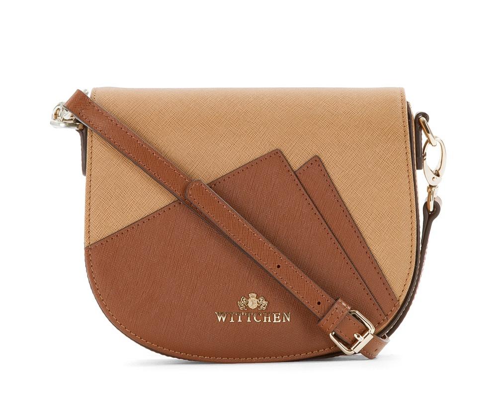 Женская сумкаЖенская сумка из коллекции Elegance&#13;<br>Открытое основное отделение, внутри карман на молнии и открытый карман для мелких предметов.  На лицевой стороне снаружи открытый карман. Сумка закрывается клапаном  на металлическую застежку.С тыльной стороны карман на молнии.  Дополнительно прилагается съемный, регулируемый ремень.<br><br>секс: женщина<br>материал:: Натуральная кожа<br>длина плечевого ремня (cм):: 115 - 128<br>высота (см):: 17<br>ширина (см):: 20<br>глубина (см):: 8.5