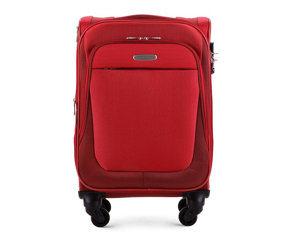 Чемодан на колесиках 18 дюймовЛегкий и вместительный чемодан из коллекции Travel Light. Оснащен четырьмя прочными колесиками, которые позволяют легко перемещать чемодан,телескопической ручкой, функциональными карманами на лицевой стороне и дополнительной, боковой ручкой для удобного подъема багажа. Дополнительно замоком TSA, который гарантирует безопасное открытие чемоданов и его повторное закрытие без повреждения замка сотрудниками таможни. Особенности модели:   основное отделение с регулируемыми ремнями;  карман из сетки на молнии;  карман для документов на молнии.    Снаружи:    с лицевой стороны 2 кармана на молнии;  молния, позволяющая увеличить размер чемодана на 6см;  боковой карман на молнии.<br><br>секс: унисекс<br>материал:: Полиэстер<br>высота (см):: 55<br>ширина (см):: 36<br>глубина (см):: 23 - 26<br>вес (кг):: 2.5<br>объем (л):: 36