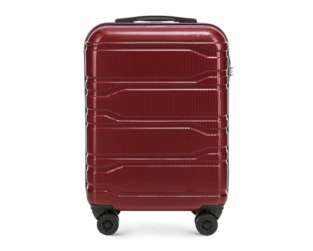 Чемодан на колёсикахМаленький чемодан из коллекции Trail Style, выполнен из очень прочного материала - поликарбоната. Модель оснащена  4 колесиками, телескопической ручкой,эластичной  и  прорезиненной ручкой для ношения в руке. Дополнительно кодовый замок TSA. , который гарантирует безопасное открытие чемоданов и его повторное закрытие без повреждения замка сотрудниками таможни.Чемодан соответствует требованиям ручной клади.  Внутри :    отделение с эластичными ремнями, предохраняющими одежду от перемещения;  отделение на молнии;  карман на молнии.   *Указанные размеры включают в себя также выступающие элементы, такие как ручки или колеса.<br><br>секс: унисекс<br>Цвет: красный<br>материал:: Поликарбонат<br>подкладка:: полиэстр<br>высота (см):: 53<br>ширина (см):: 38<br>глубина (см):: 20<br>размер:: маленький<br>объем (л):: 33<br>вес (кг):: 2,5