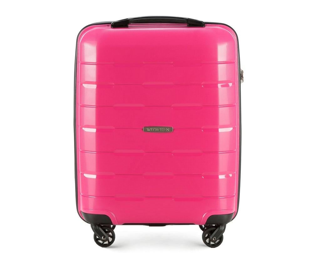WALIZKA NA K??KACH 19 CALIМаленький чемодан из коллекции Speedster из полипропилена. Имеет четыре колесика, облегчающие управление, телескопическую алюминиевую и 2 дополнительные прорезиненные ручки. Привлекательный дизайн и функциональность чемодана понравится каждому любителю путешествий. Дополнительно замоком TSA, который очень удобен и гарантирует безопасное открытие чемоданов и его повторное закрытие без повреждений замка сотрудниками таможни. Чемодан соответствует требованиям ручной клади. Особенности модели: основное отделение с эластичными ремнями, предохраняющими одежду от перемещения; отделение на молнии; карман из сетки на молнии.<br><br>секс: унисекс<br>Цвет: розовый<br>материал:: Полипропилен<br>подкладка:: полиэстр<br>высота (см):: 55<br>ширина (см):: 38<br>глубина (см):: 20<br>размер:: маленький<br>объем (л):: 29<br>вес (кг):: 2,6