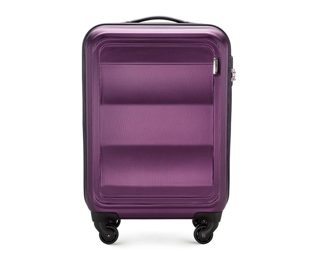 Чемодан на колесиках 20\\Маленький чемодан из коллекции Wave Line. Выполнен из высокопрочного пластика ABS. Имеет четыре колеса для легкого перемещения, двухступенчатую выдвижную ручку с фиксатором, дополнительную резиновую ручку и лицензионный кодовый замок TSA.&#13;<br>Особенности модели:&#13;<br>&#13;<br>    основное отделение с эластичными ремешками и застежкой-молнией;&#13;<br>    отделение на молнии&#13;<br>    карман-сетка на молнии.<br><br>секс: унисекс<br>Цвет: фиолетовый<br>материал:: ABS пластик<br>подкладка:: полиэстер 210D<br>высота (см):: 55<br>ширина (см):: 38<br>глубина (см):: 20<br>вес (кг):: 2.6<br>объем (л):: 32