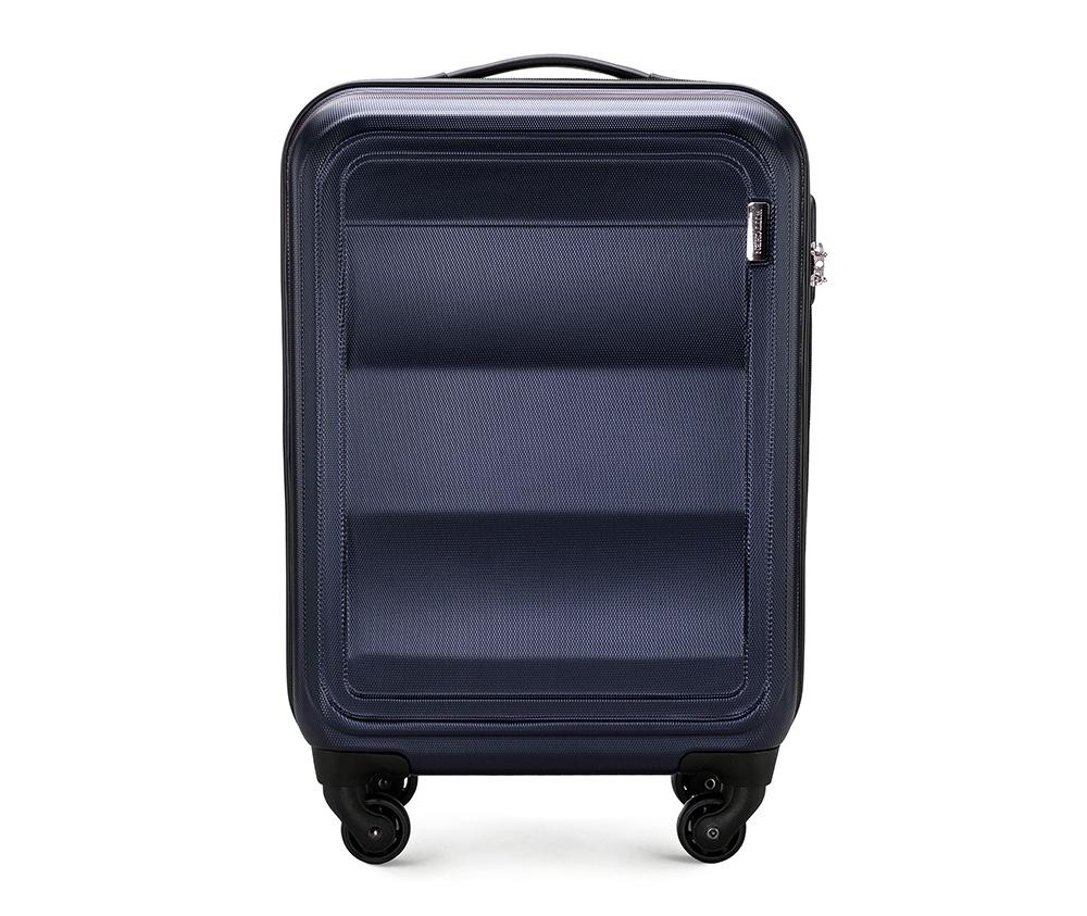 Чемодан на колесиках 20\\Маленький чемодан из коллекции Wave Line. Выполнен из высокопрочного пластика ABS. Имеет четыре колеса для легкого перемещения, двухступенчатую выдвижную ручку с фиксатором, дополнительную резиновую ручку и лицензионный кодовый замок TSA.&#13;<br>Особенности модели:&#13;<br>&#13;<br>    основное отделение с эластичными ремешками и застежкой-молнией;&#13;<br>    отделение на молнии&#13;<br>    карман-сетка на молнии.<br><br>секс: унисекс<br>Цвет: синий<br>материал:: ABS пластик<br>подкладка:: полиэстер 210D<br>высота (см):: 55<br>ширина (см):: 38<br>глубина (см):: 20<br>вес (кг):: 2.6<br>объем (л):: 32