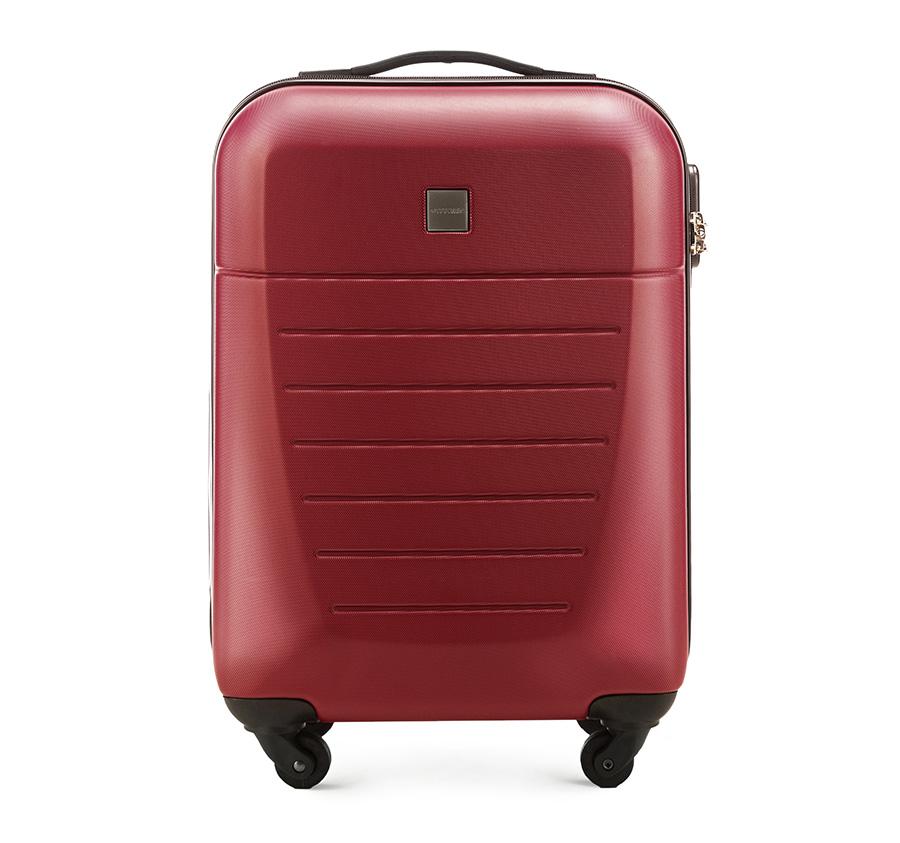 Маленький чемодан 19\Маленький чемодан из прочного материала ABS. Четыре прочных колеса позволяют легко перемещать чемодан. Имеет двухступенчатую телескопическую ручку с фиксатором и кодовый замок с системой TSA для надежной защиты вещей.  Кроме того, система TSA, очень удобна во время досмотра багажа на таможне. Она обеспечивает не инвазивное открытие чемодана и его повторного закрытия без повреждения замка. Корпус отвечает требованиям ручной клажи.<br>внутри: карман с застежкой-молнией и ремнем безопасности для одежды;<br><br>секс: унисекс<br>материал:: ABS пластик<br>высота (см):: 55<br>ширина (см):: 36<br>глубина (см):: 20<br>размер:: маленький<br>объем (л):: 31<br>вес (кг):: 2.6