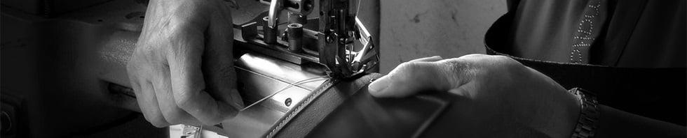 Neznámá osoba šitá na stroji