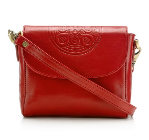 4ac14562b3af1 Czerwona torebka – z czym nosić, aby wyglądać elegancko i szykownie ...