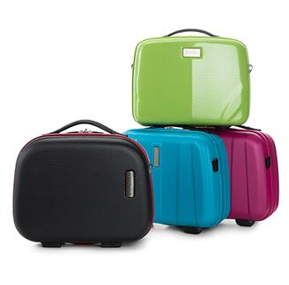 Saszetki i kosmetyczki – stylowe akcesoria bagażowe na najwyższym poziomie