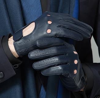 Krawaty, poszetki, rękawiczki i eleganckie szale – idealny prezent dla modnego taty