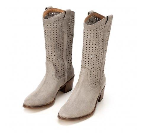 Vysoké kovbojské semišové boty s ozdobnými výřezy