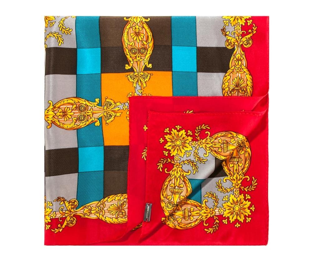 ПлатокШелковый платок для женщин, сделан чрезвычайно трудоемкой техникой прокатки края. Имеет знак качества материала KING SILK. Яркий, модный, шелковый шарф к тому же очень приятный на ощупь. Такой шарф никогда не будет лишним в гардеробе и придаст образу совершенно новый вид. Он идеально подойдет для стильной леди.<br><br>секс: женщина<br>высота (см):: 52<br>ширина (см):: 52