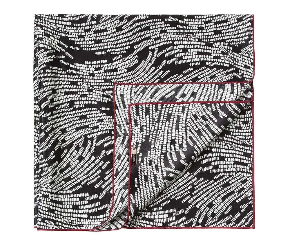 Шарф женскийЖенский шейный платок выполнен из шелка с знаком наивысшего качества King Silk. Узорная модель идеально сочетается  с женственным минималистическим стилем.<br><br>секс: женщина<br>Цвет: черный<br>материал:: Шелк