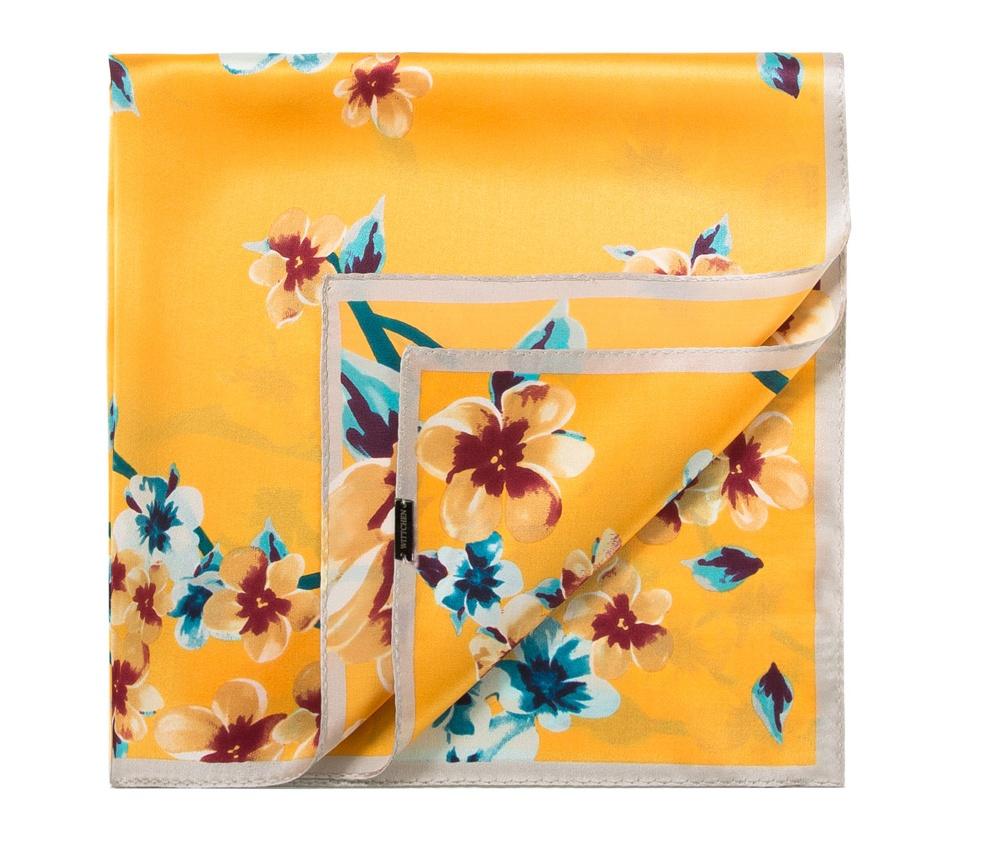 Шарф женскийЖенский шейный платок выполнен из шелка с знаком наивысшего качества King Silk. Преимуществом модели являются ее яркие и неординарные узоры, благодаря чему платок может заменить ювелирные изделия.<br><br>секс: женщина<br>Цвет: разноцветный<br>материал:: Шелк<br>высота (см):: 52<br>ширина (см):: 52
