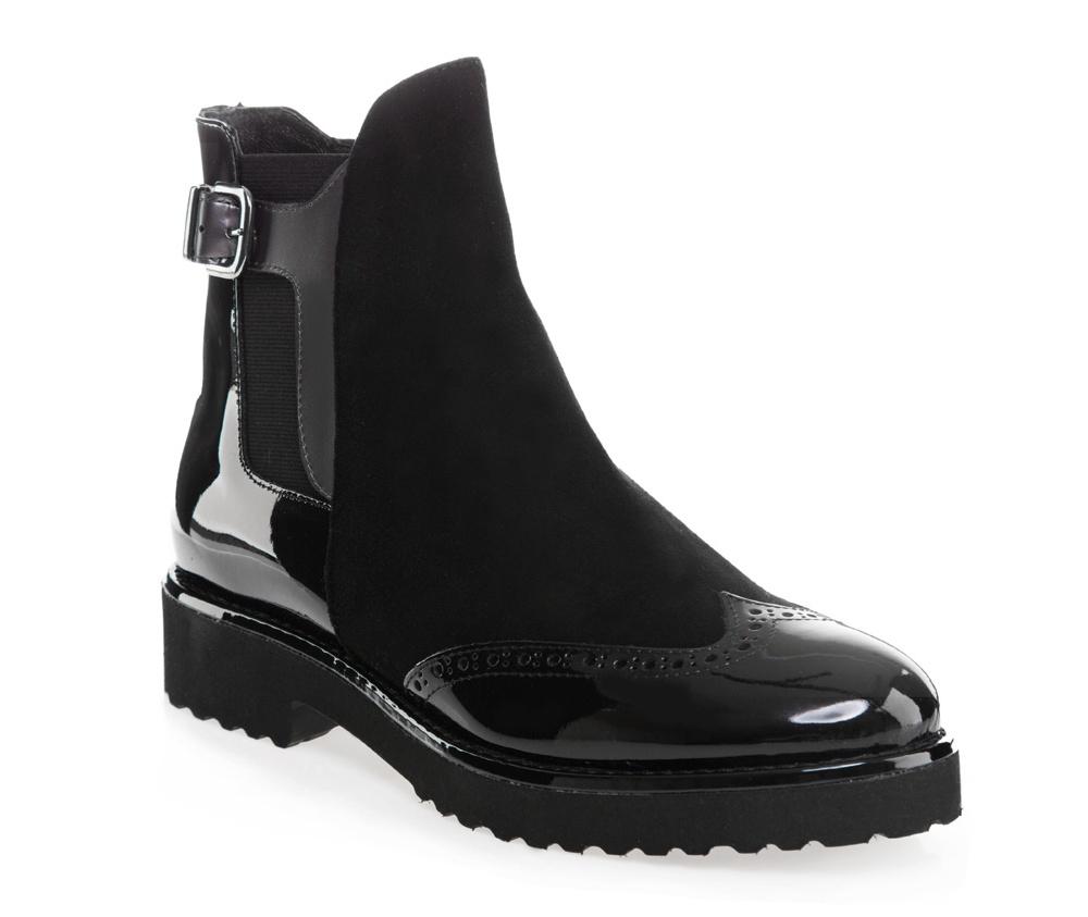 Обувь женская Wittchen 85-D-107-1, черныйЖенские ботинки выполнены по технологии \\\hand made\\\ из лучшей итальянской кожи наивысшего качества.  Подошва полностью сделана из качественного синтетического материала. Декоративная перфорация и изысканная пряжка придают модели неповторимый характер. Ботинки станут прекрасным дополнением осеннего образа.<br><br>секс: женщина<br>Цвет: черный<br>Размер EU: 39.5<br>материал:: Натуральная кожа<br>примерная высота каблука (см):: 3