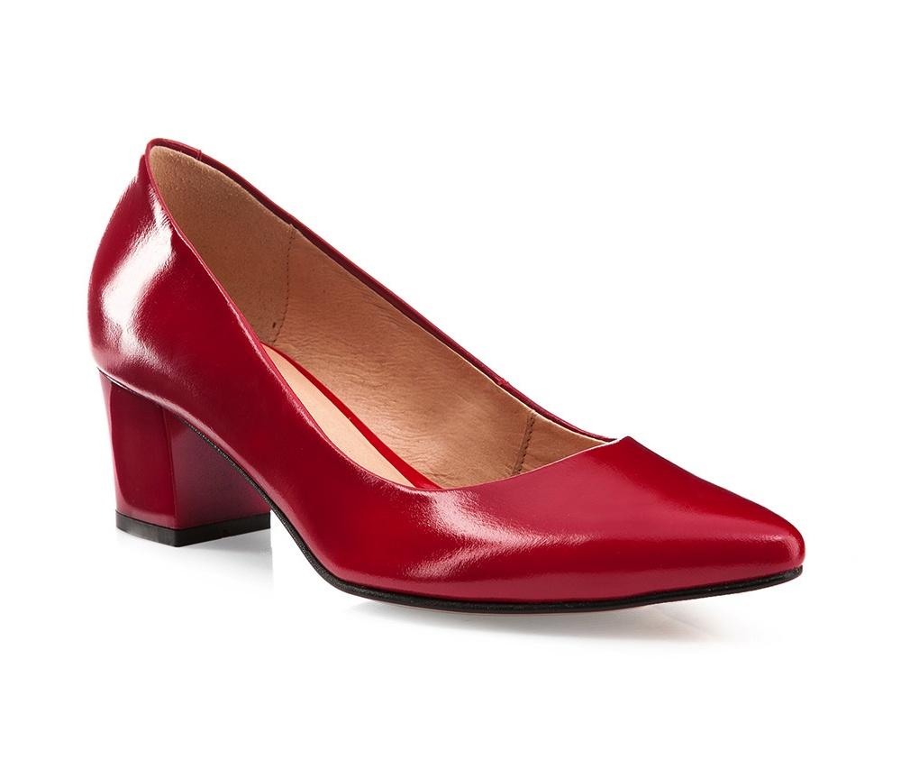 Обувь женскаяТуфли женские, изготовленные по технологии \hand made\ выполнены из натуральной итальянской кожи наивысшего качества.  Подошва полностью сделана из качественного синтетического материала. Идеальный аксессуар для элегантной стилизации.<br><br>секс: женщина<br>Размер EU: 40<br>материал:: Натуральная кожа<br>примерная высота каблука (см):: 6
