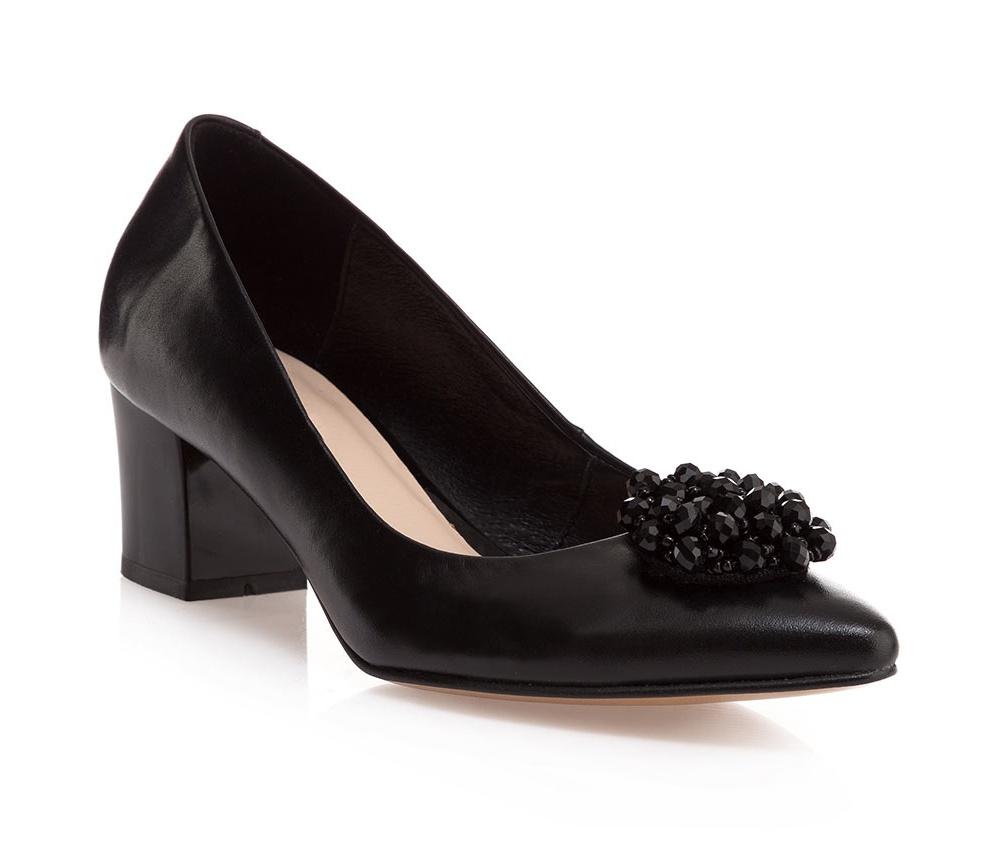 Обувь женскаяТуфли женские, изготовленные по технологии \hand made\ выполнены из натуральной итальянской кожи наивысшего качества.  Подошва полностью сделана из качественного синтетического материала.<br><br>секс: женщина<br>Цвет: черный<br>Размер EU: 38<br>материал:: Натуральная кожа<br>примерная высота каблука (см):: 5,5