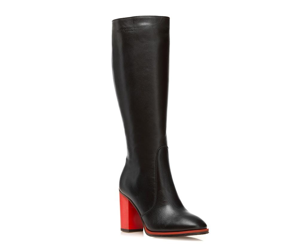 Обувь женскаяОбувь женская<br><br>секс: женщина<br>Цвет: черный<br>Размер EU: 41<br>материал:: Натуральная кожа<br>примерная высота каблука (см):: 9