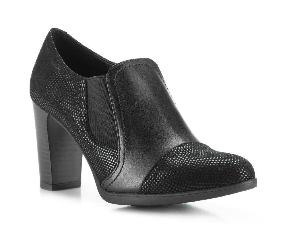 Обувь женскаяЖенские ботинки выполнены по технологии \hand made\ из лучшей итальянской кожи наивысшего качества. Подошва полностью сделана из качественного синтетического материала.<br><br>секс: женщина<br>Цвет: черный<br>Размер EU: 35<br>материал:: Натуральная кожа<br>примерная высота каблука (см):: 8