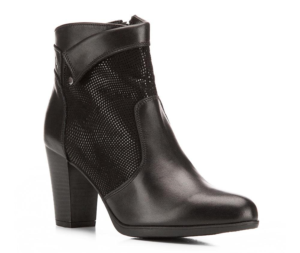 Обувь женскаяЖенские ботинки выполнены по технологии \hand made\ из лучшей итальянской кожи наивысшего качества. Подошва полностью сделана из качественного синтетического материала.<br><br>секс: женщина<br>Цвет: черный<br>Размер EU: 37<br>материал:: Натуральная кожа<br>примерная высота каблука (см):: 8