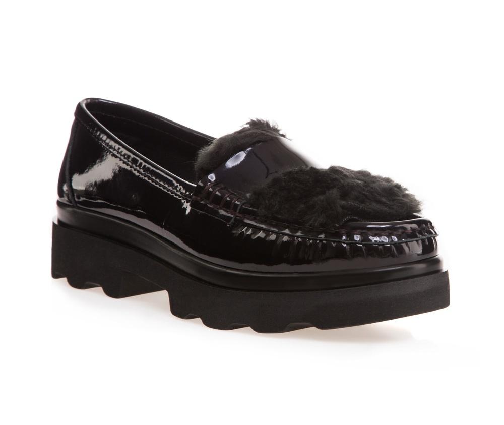 Обувь женскаяЖенские мокасины выполнены по технологии \hand made\ из лучшей итальянской кожи наивысшего качества. наивысшего качества.  Подошва полностью сделана из качественного синтетического материала.<br><br>секс: женщина<br>Цвет: черный<br>Размер EU: 41<br>материал:: Натуральная кожа<br>примерная высота каблука (см):: 3