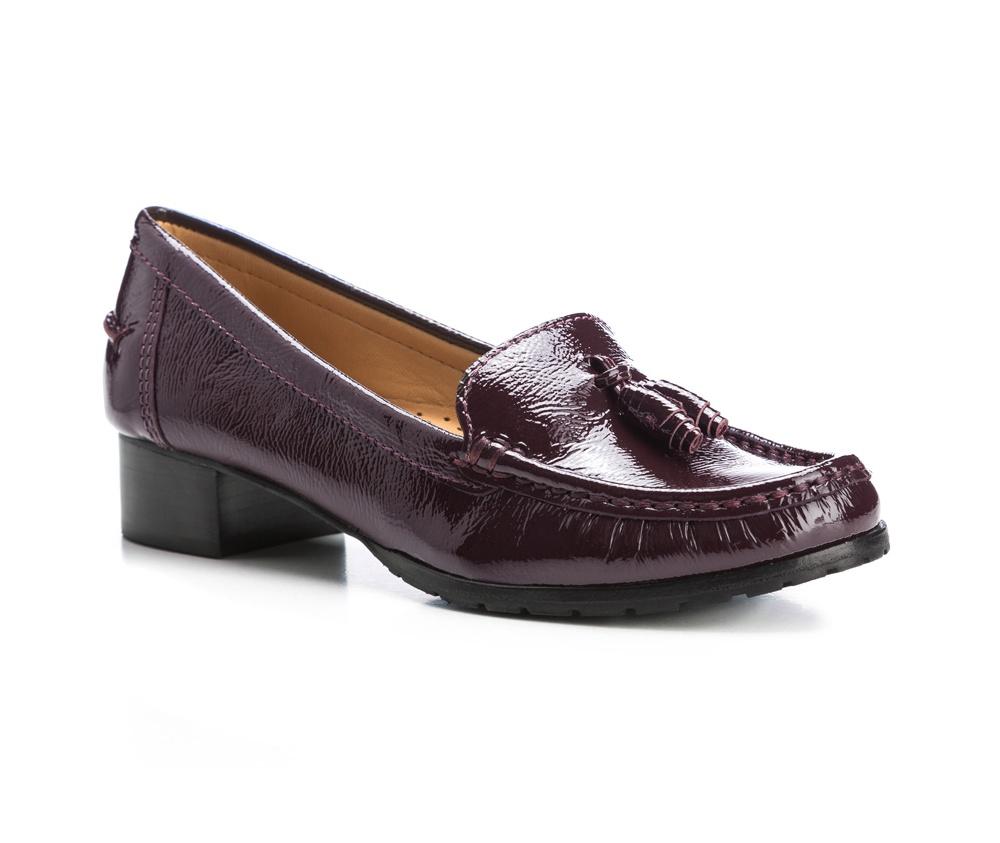 Обувь женская Wittchen 85-D-704-2, сливовыйЖенские мокасины выполнены по технологии \\\hand made\\\ из лучшей итальянской кожи наивысшего качества. наивысшего качества.  Подошва полностью сделана из качественного синтетического материала.<br><br>секс: женщина<br>Цвет: фиолетовый<br>Размер EU: 39<br>материал:: Натуральная кожа<br>примерная высота каблука (см):: 3