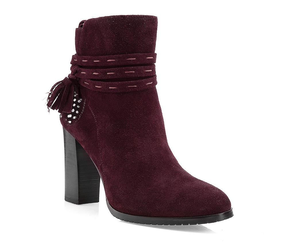 Обувь женская Wittchen 85-D-900-2, фиолетовыйЖенские полусапожки выполнены по технологии \\\hand made\\\ из лучшей итальянской кожи наивысшего качества. наивысшего качества. Подошва полностью сделана из качественного синтетического материала.<br><br>секс: женщина<br>Цвет: фиолетовый<br>Размер EU: 35<br>материал:: Натуральная кожа<br>примерная высота каблука (см):: 9,5