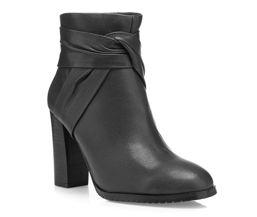 Обувь женскаяЖенские полусапожки выполнены по технологии \hand made\ из лучшей итальянской кожи наивысшего качества. наивысшего качества. Подошва полностью сделана из качественного синтетического материала.<br><br>секс: женщина<br>Цвет: черный<br>Размер EU: 39<br>материал:: Натуральная кожа<br>примерная высота каблука (см):: 10