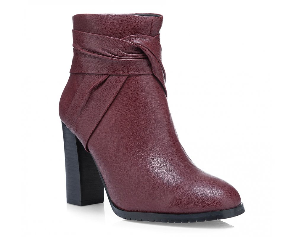 Обувь женскаяЖенские полусапожки выполнены по технологии \hand made\ из лучшей итальянской кожи наивысшего качества. наивысшего качества. Подошва полностью сделана из качественного синтетического материала.<br><br>секс: женщина<br>Цвет: красный<br>Размер EU: 35<br>материал:: Натуральная кожа<br>примерная высота каблука (см):: 10