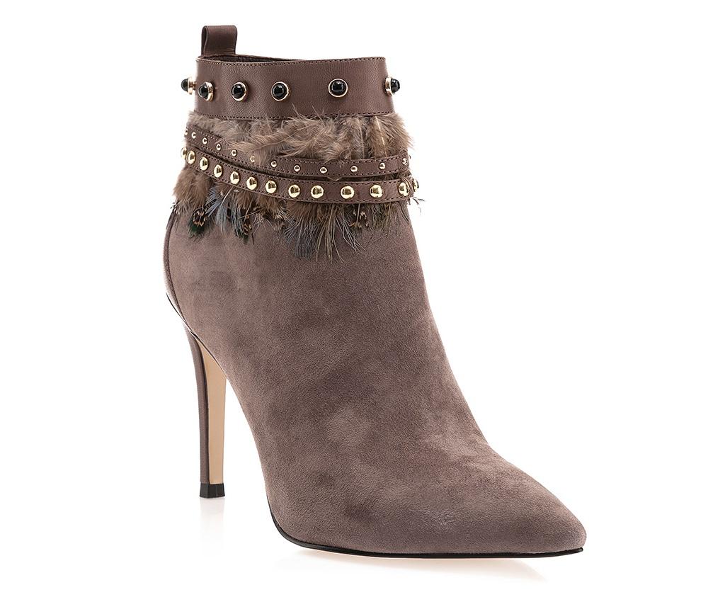 Обувь женскаяЖенские полусапожки выполнены по технологии \hand made\ из лучшей итальянской кожи наивысшего качества. наивысшего качества. Подошва полностью сделана из качественного синтетического материала.<br><br>секс: женщина<br>Цвет: серый<br>Размер EU: 38<br>материал:: Натуральная кожа<br>примерная высота каблука (см):: 10