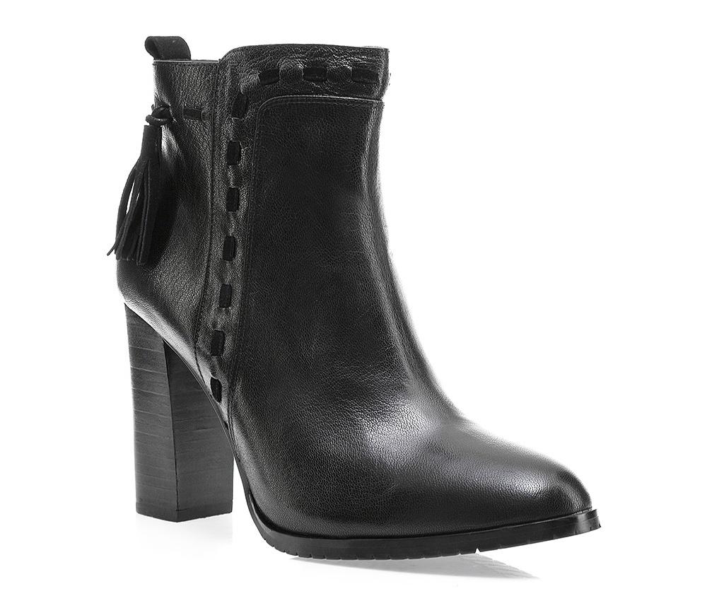 Обувь женскаяЖенские полусапожки выполнены по технологии \hand made\ из лучшей итальянской кожи наивысшего качества. наивысшего качества. Подошва полностью сделана из качественного синтетического материала.<br><br>секс: женщина<br>Цвет: черный<br>Размер EU: 38<br>материал:: Натуральная кожа<br>примерная высота каблука (см):: 9,5