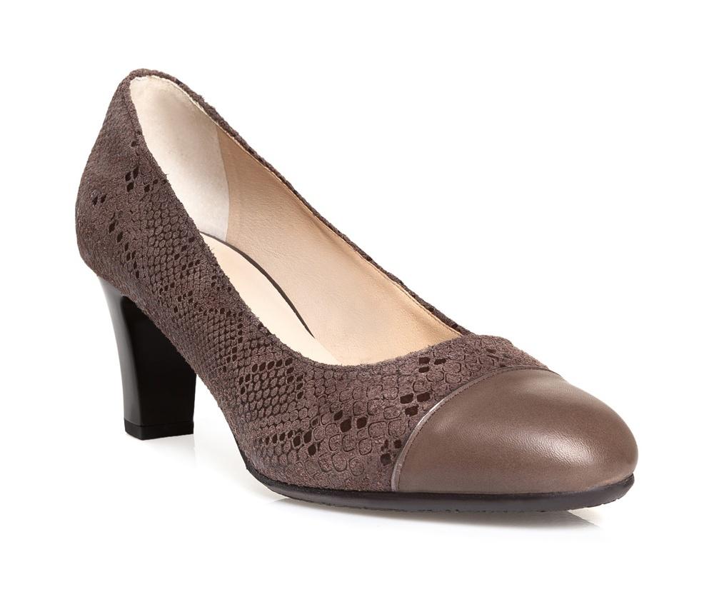 Обувь женскаяТуфли женские класические.Изготовленные по технологии Hand Made и выполнены полностью из натуральной итальянской кожи наивысшего качества. Подошва сделана из качественного синтетического материала. Эта модель обязательно должна быть в гардеробе женщины которая любит элегантность и классику.<br><br>секс: женщина<br>Цвет: коричневый<br>Размер EU: 38<br>материал:: Натуральная кожа<br>примерная высота каблука (см):: 7