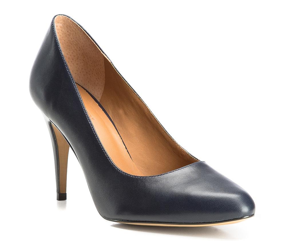 Обувь женскаяТуфли женские класcические.Изготовленные по технологии \Hand Made\ и выполнены полностью из натуральной итальянской кожи наивысшего качества. Подошва сделана из качественного синтетического материала. Сочетание классических высоких каблуков каждый раз по разному создает уникальный и модный  образ.<br><br>секс: женщина<br>Цвет: синий<br>Размер EU: 37<br>материал:: Натуральная кожа<br>примерная высота каблука (см):: 8