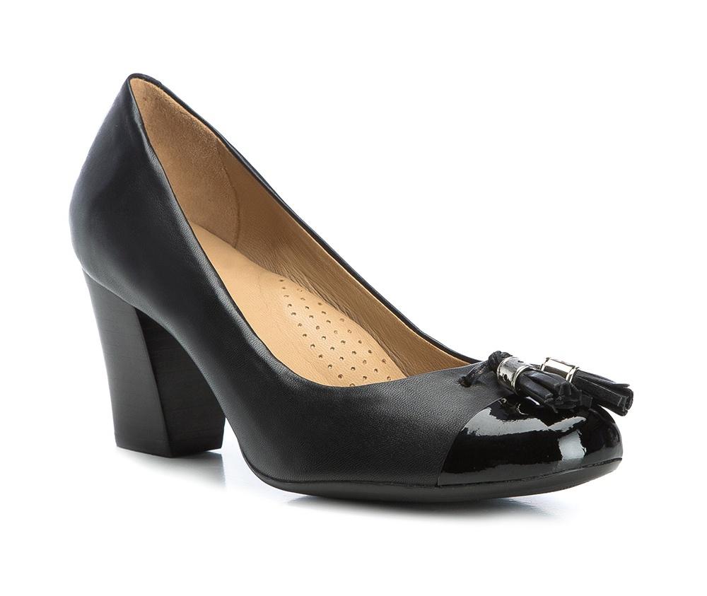 Обувь женскаяТуфли женские класические.Изготовленные по технологии Hand Made и выполнены полностью из натуральной итальянской кожи наивысшего качества. Подошва сделана из качественного синтетического материала. Эта модель обязательно должна быть в гардеробе женщины которая любит элегантность и клаcсику.<br><br>секс: женщина<br>Цвет: черный<br>Размер EU: 36<br>материал:: Натуральная кожа<br>примерная высота каблука (см):: 6