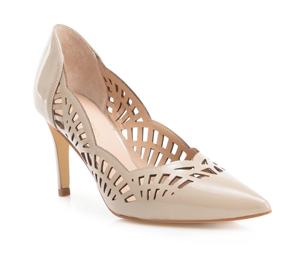 Обувь женскаяБалетки женские, изготовленные по технологии \Hand Made\ и выполнены из натуральной итальянской кожи наивысшего качества. Подошва сделана из качественного синтетического материала.<br>Выразительные украшения и принты, добавляют обуви элегантности которая прийдется по вкусу даже самым требовательным клиенткам.<br><br>секс: женщина<br>Цвет: бежевый<br>Размер EU: 40