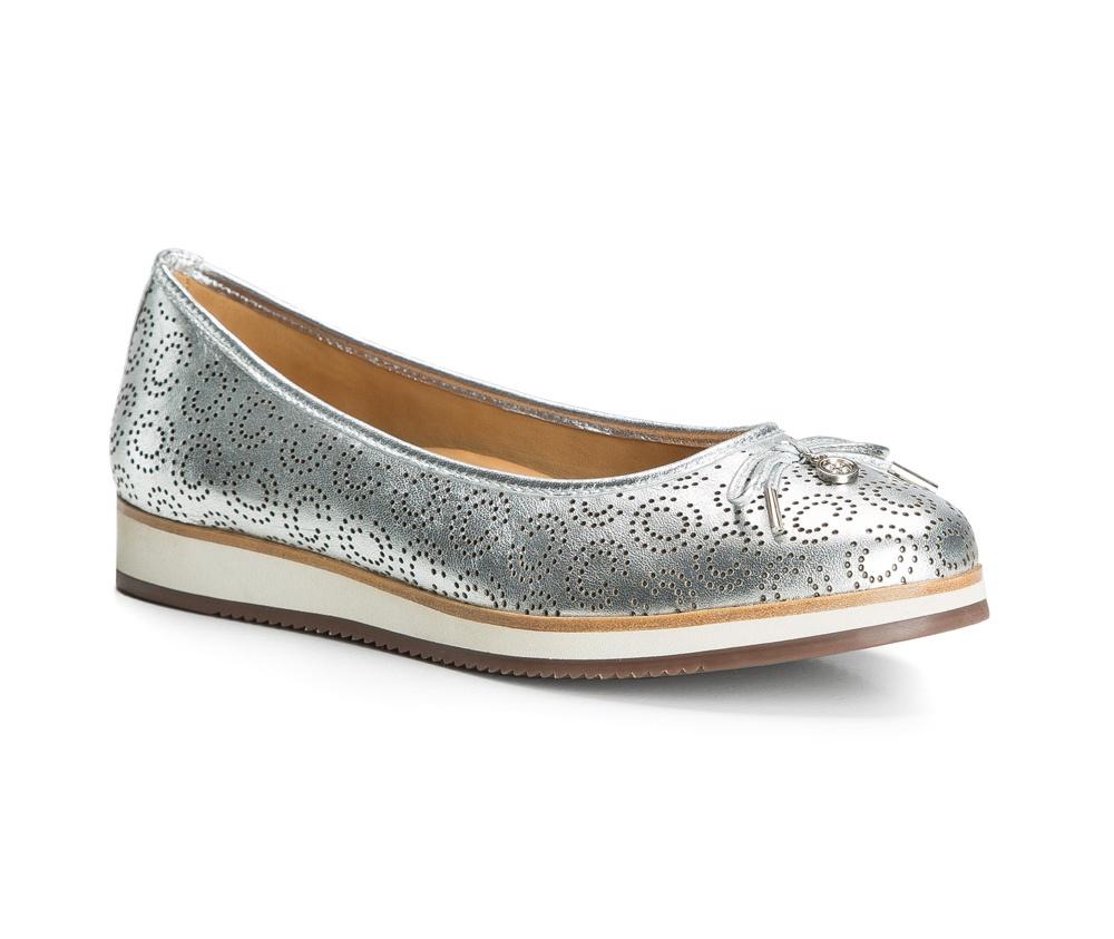 Обувь женскаяБалетки женские, изготовленные по технологии Hand Made и выполнены полностью из натуральной итальянской кожи наивысшего качества. Подошва сделана из качественного синтетического материала. Выразительные украшения и принты, добавляют обуви элегантности которая прийдется по вкусу даже самым требовательным клиенткам.<br><br>секс: женщина<br>Цвет: серый<br>Размер EU: 38<br>материал:: Натуральная кожа